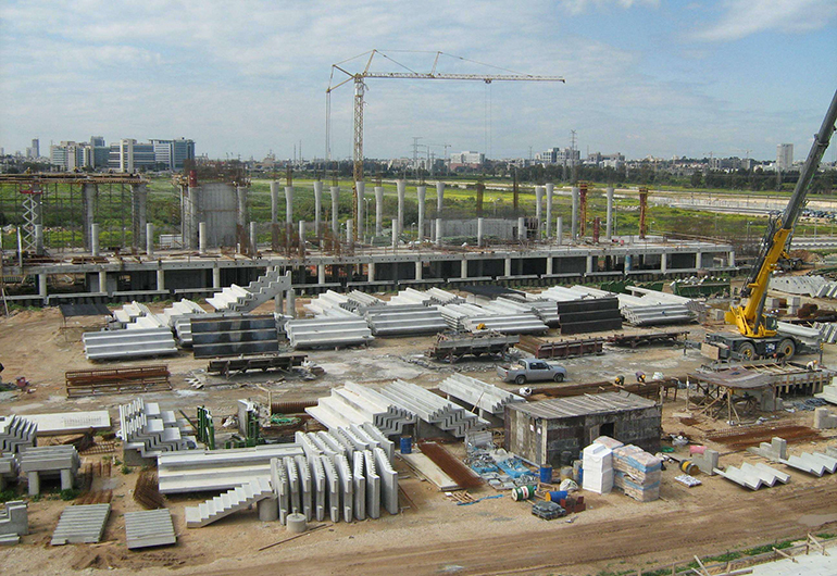 דניה סיבוס - איצטדיון פתח תקווה - תמונה 1