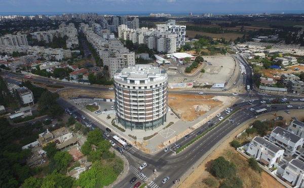 דניה סיבוס - צומת הפיל - תל אביב